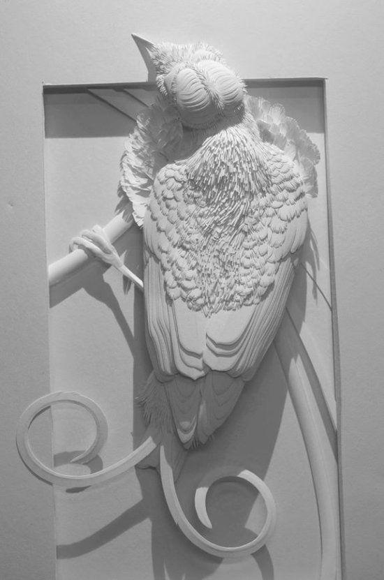 As impressionantes esculturas de papel de animais que emergem de quadros de Calvin Nicholls