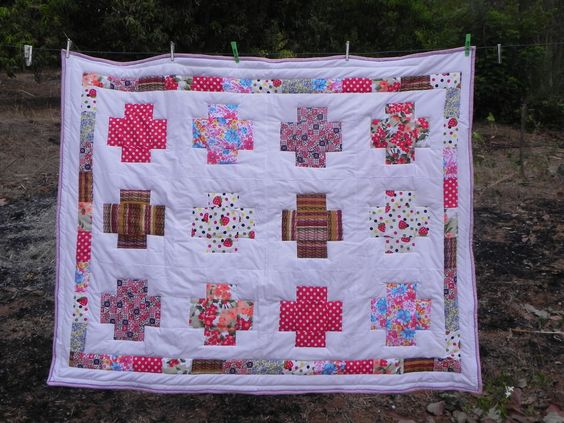 Aviś  Greek cross quilt