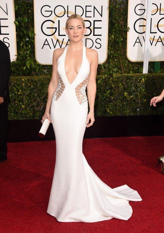 Kate Hudson investiu no decote e nos recortes com detalhes brilhantes, em um modelo bem justo
