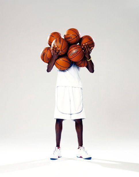 バスケットボールをたくさん持つ