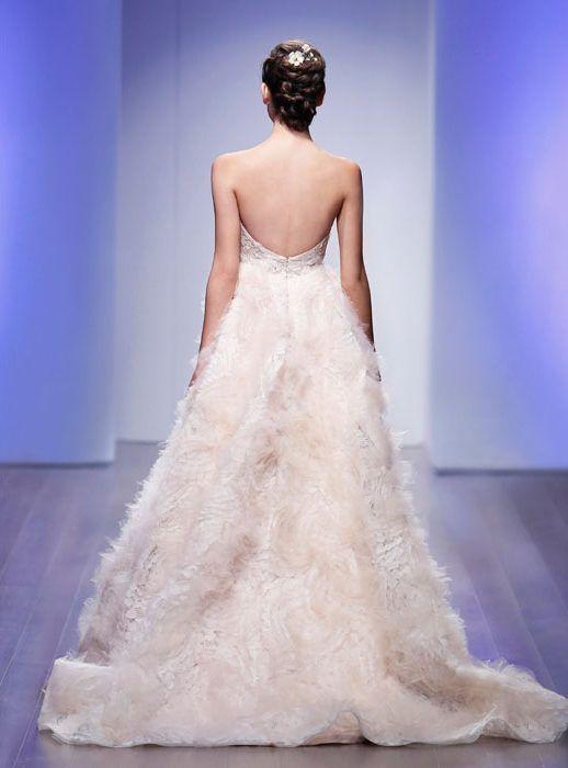 lazaro-bridal-floral-textured-ball-chantilly-lace-corseted-beaded-overlay-sweetheart-ballerina-chapel-3505_x3.jpg 518×700 pixeles