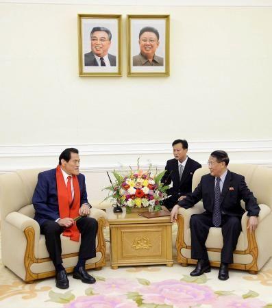 北朝鮮で話をするアントニオ猪木