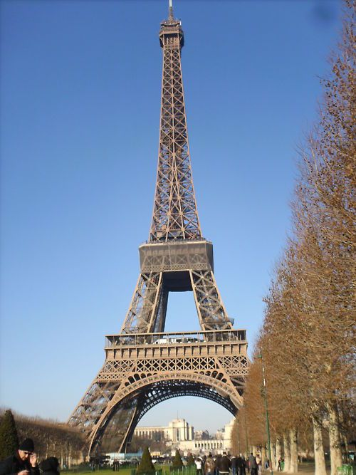 i want to climb to the top of the eiffel tower and eat at
