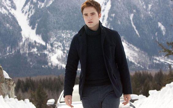 Robert Pattinson: O nosso Rob conquistou milhares de fãs ao redor na pele do charmoso vampiro Edward Cullen. A cada novo filme da saga o ator ficou ainda mais gato e também ganhou um espaço especial nos nossos corações! Prepare-se para suspirar muito por ele nessa reta final. <3