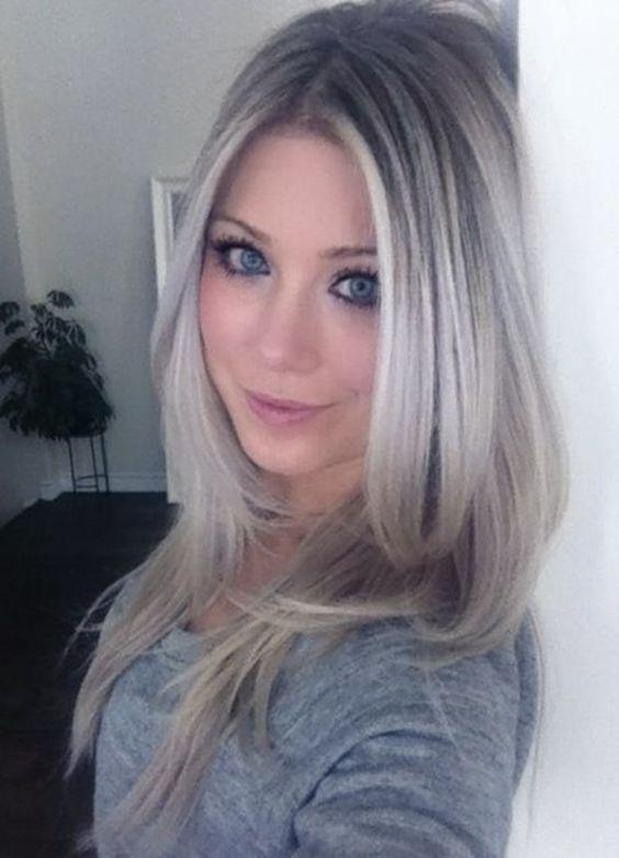 gray hair with highlights la coloration grise la couleur tendance de cet hiver - Coloration Grise