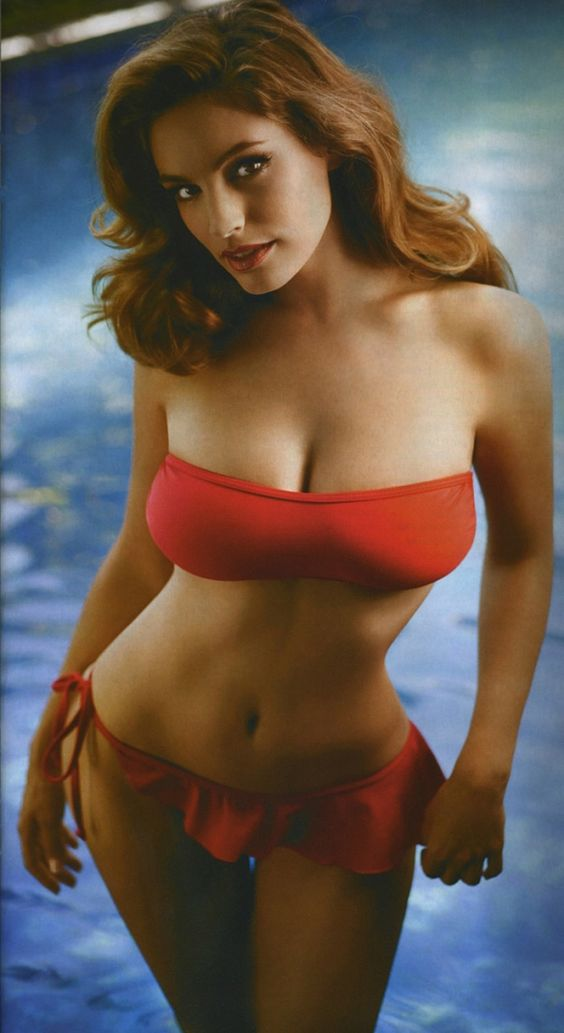 **THIS** is my body motivation. (Kelly Brook) I will never be thin, but this, curvy soft but fit is exactly what I aim aiming for.