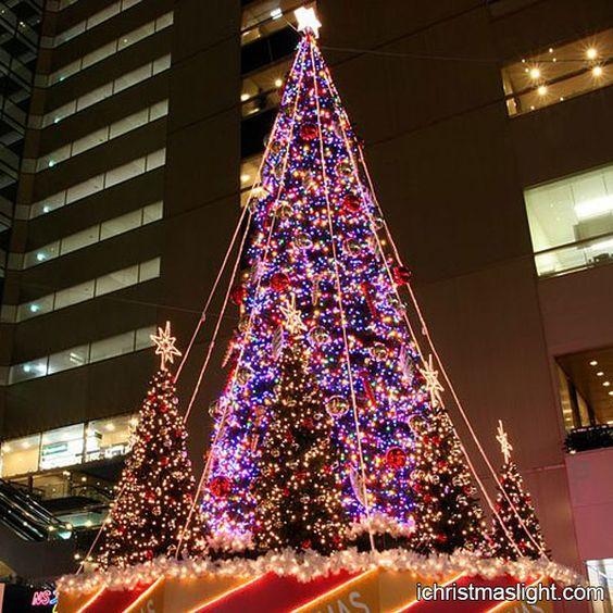 Outside decorated animated christmas trees | iChristmasLight