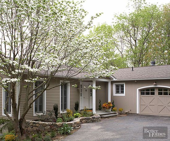 Garage curb appeal and asphalt driveway on pinterest for Ranch homes with vinyl siding