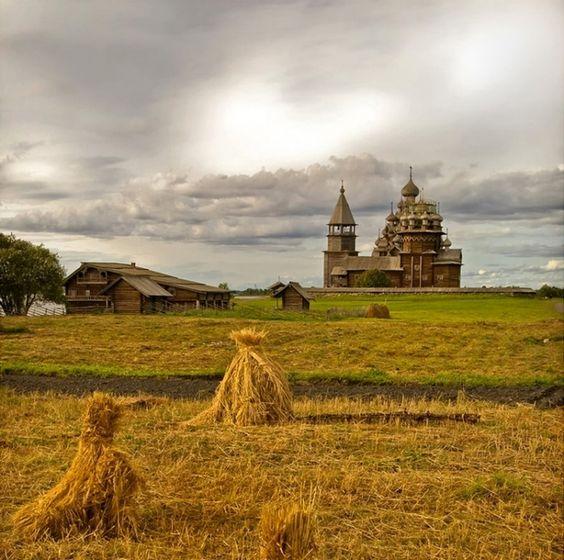 【ロシア】「キジ島の木造教会」は中世の時間が流れているようなファンタジーの世界