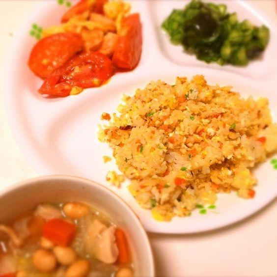 ☆トマトと玉子の中華炒め(エビ追加♪) ☆炒飯 ☆胡瓜とわかめの酢の物 ☆野菜スープ  次女と二人のランチも今日でおしまい! 明日にはおばあちゃんの家に泊まりに行ってた 長女も帰ってくるので 次女の好きな物づくしです♪ - 13件のもぐもぐ - 次女の好きな物づくし by ashura0725