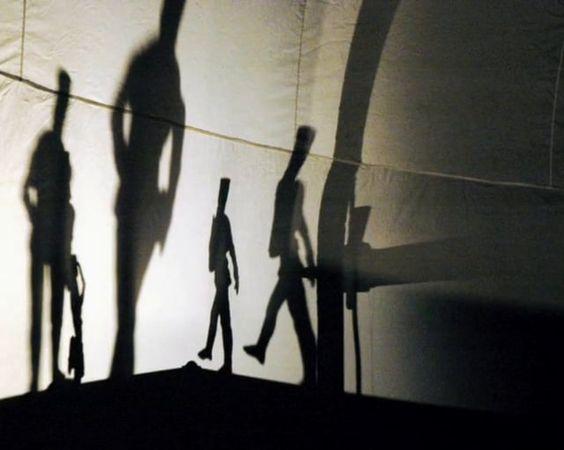 Produktion: Südthüringisches Staatstheater Meiningen  Regie: Tobias J. Lehmann  Bühne: Ingo Mewes / Thomas Klemm  Kostüm: Ira Hausmann  Darsteller: Stefan Wey  Tänzerin: Nadja Dages, Juliane Bauer, Sophie Finger  Special Effects: Sven Huerdler  Licht: Gerd Weidig, Jörg Schuchardt