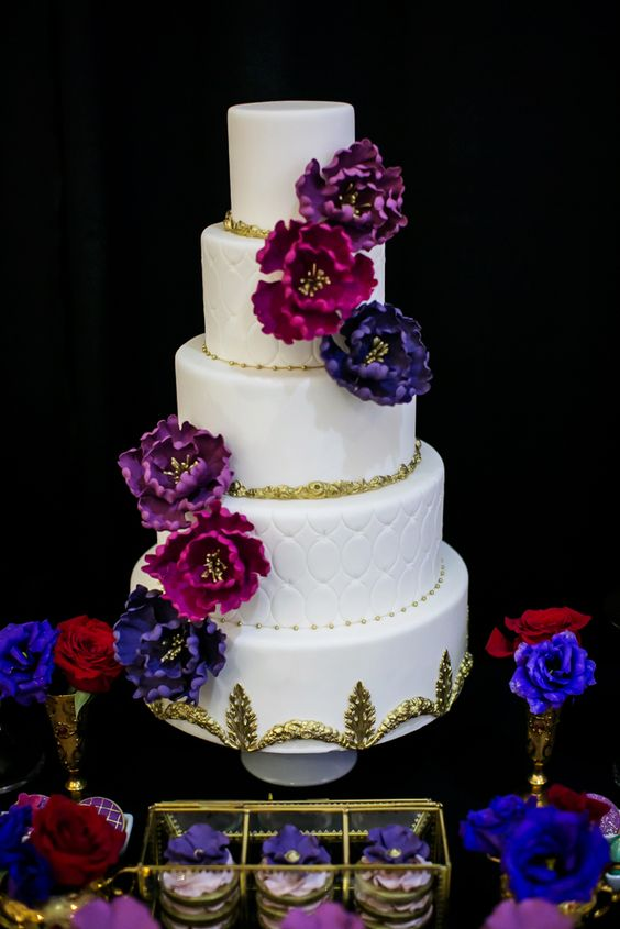 wedding cakes with jewels white and gold wedding cake with toned sugar flowers 26047