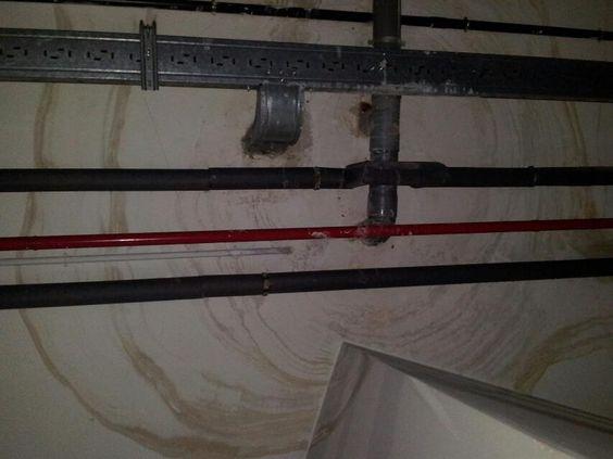 De este techo ha caído agua...