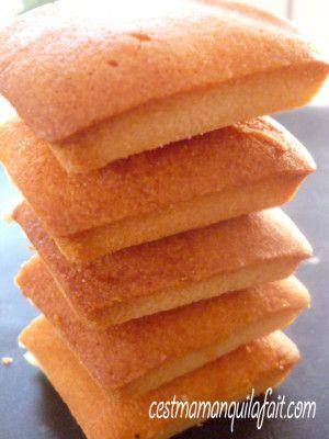 Financiers de Ladurée A écrire avec un F majuscule en lettres d'or - C'est maman qui l'a fait - Gâteaux 3D en pâte à sucre - Cake pops