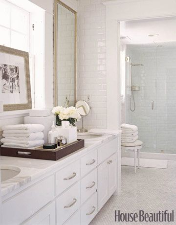 Love the serving tray with all the goodies on it!  Nice way to set up a guest bath.