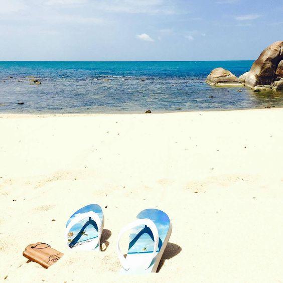 """Repost von @viktoria.kristina: """"Meine Urlaubserinnerungenkann ich dank@alohaflipsauch auf meinen Schuhen überall mit hinnehmenauf den FlipFlops ist der Strandvon unserem letzten Urlaub auf den Malediven zu sehenvielleicht gibt es ja demnächst auch ein Paar Thailand Flip Flops, genug schöne Motive habe ich jawünsche allen einen guten Start in die neue Woche!❤️#alohaflips""""· #Flipflopsselbstgestalten #Geschenkidee"""