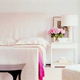 Une chambre tout en blanc et rose | living spaces | Pinterest ...