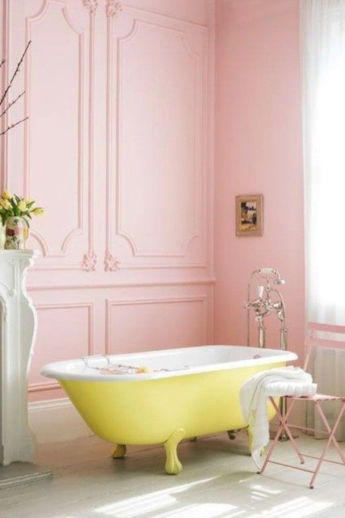 Weiblichkeit Im Interieur Durch Die Wandfarbe Altrosa Ausdrucken Gelbe Badezimmer Shabby Chic Badezimmer Und Badezimmer Streichen