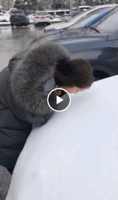 Marcas no gelo mãe pega filho de surpresa!