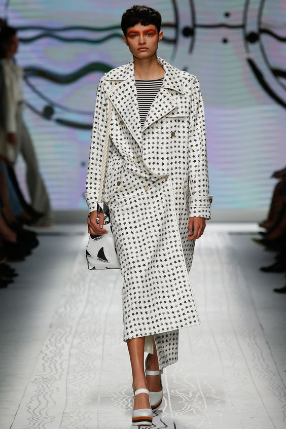 See the complete Max Mara Spring 2016 Ready-to-Wear collection.