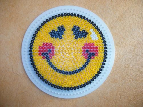 Smileys on pinterest - Perle a repasser smiley ...