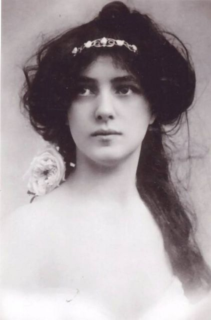 """""""There is nothing more luxurious than eating while you read - unless it be reading while you eat. """" - Evelyn Nesbit, Circa 1900"""