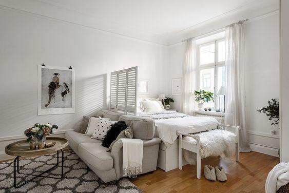 15 Ideas Of Minimalist And Simple One Room Apartment Decoratoo Studio Apartment Living Apartment Room Apartment Living Room