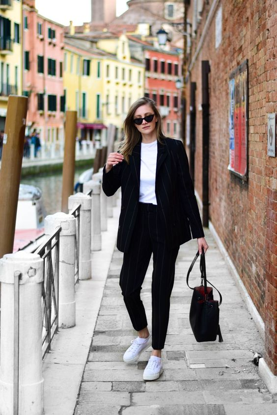 how to wear suit in 2018; venice travel; benetke; katiquette