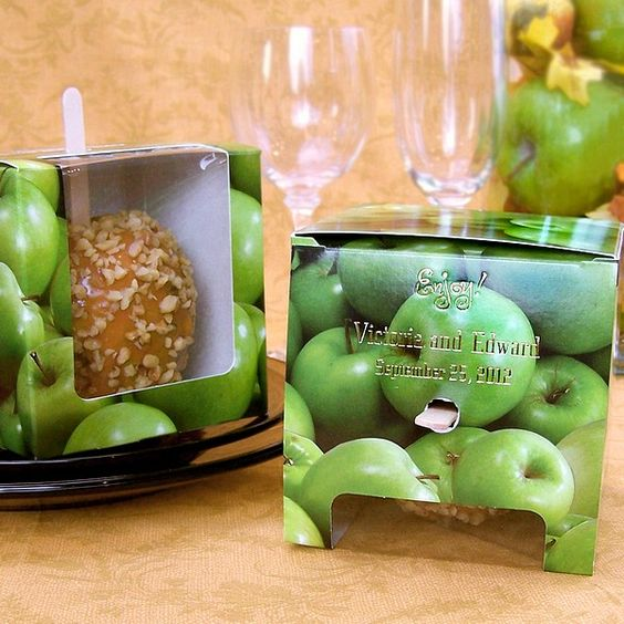 DIY Fall Wedding Favors (and boxes for the apples) minus the expensive boxes - wrap yourself, tie with ribbon, and cute tag~!