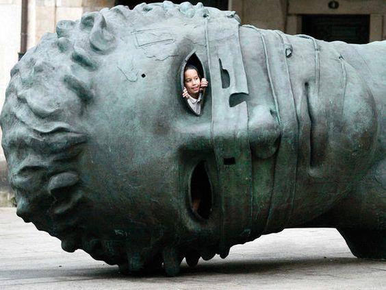 obra del polaco Igor Mitorac y expuesta en las calles de Vigo.