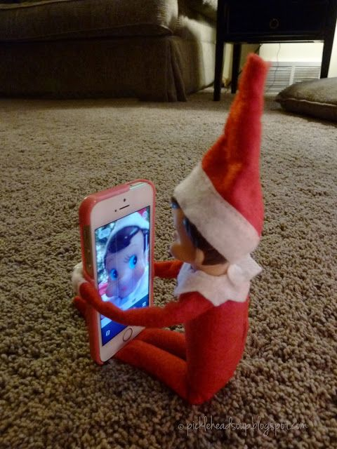 Elf on the Shelf - Its beginning to look a lot like me - Elf changed everyones's computer screen to his picture..Oh No!! - Picklehead Soup: December 2013