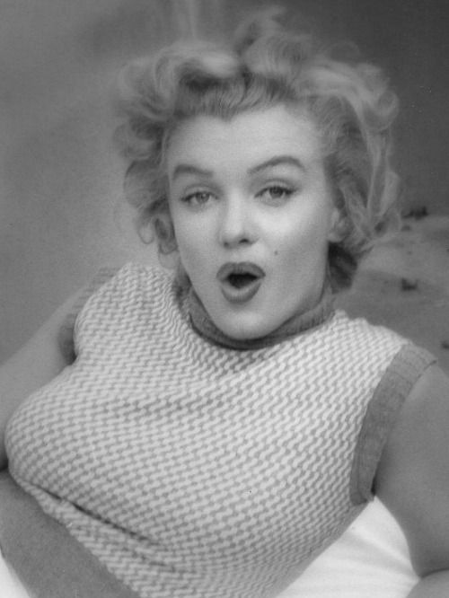Marilyn at the Bel Air Hotel, 1953. Photo by Andre de Dienes.