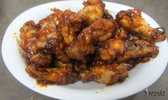 Here is an easy recipe for wings in barbecue sauce. Designed for those who want to prepare wings but have no power to start mixing spices and sauces. Easiest thing in the world and obviously very tasty!