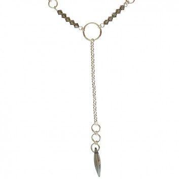 """Ein wunderschönes trendiges Schmuckstück ist diese Halskette """"Sheliak"""" aus dem Hause Xamanda."""
