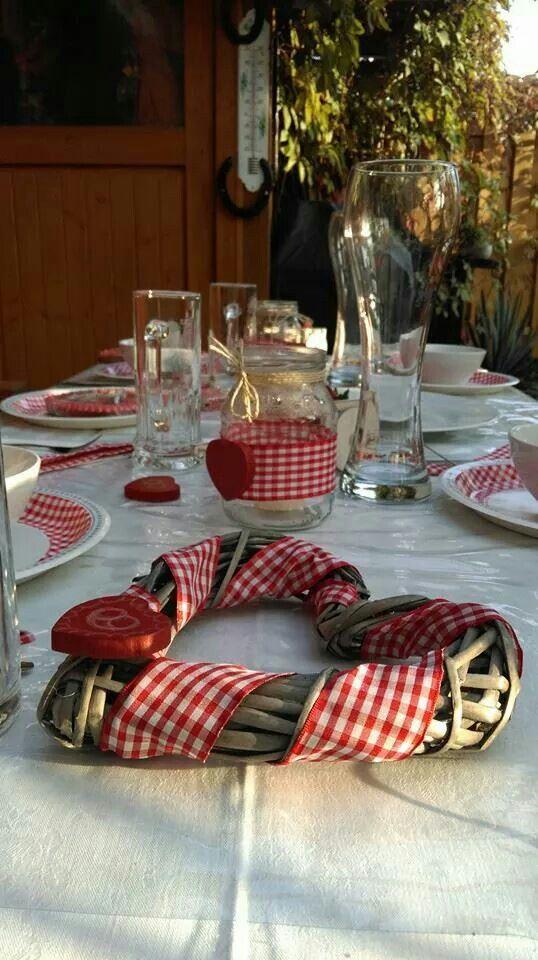 Herziger Tischschmuck für die Hochzeit in Tracht.  Hochzeit in ...