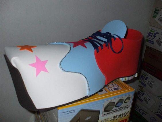 Sapato em E.V.A de 5mm. Várias cores. Com 60 cm de comprimento. 20 cm de altura e 20 cm de altura. Pronta entrega.