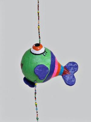 Móvil de papel maché pez colores - artesanum com