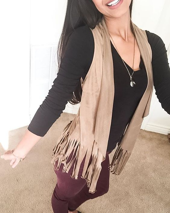 It's Tuesday everyone! That means you made it through the hardest.. Monday! 👊 This vest is the cutest. I wore it with some summer outfits and it looks adorable for fall look too! Go get one at @safirestyle ! Vest- Give Me Some Fringe . . . . . . . . #tuesday #friends #happy #smile #fashionblogger #fashionable #fashionista #fashion #style #stylish #instafashion #instastyle #love #fringe #vest #falllook #fall #fallfashion #fallcolors #beautiful #follow #like #cute #fun #safirestyle…
