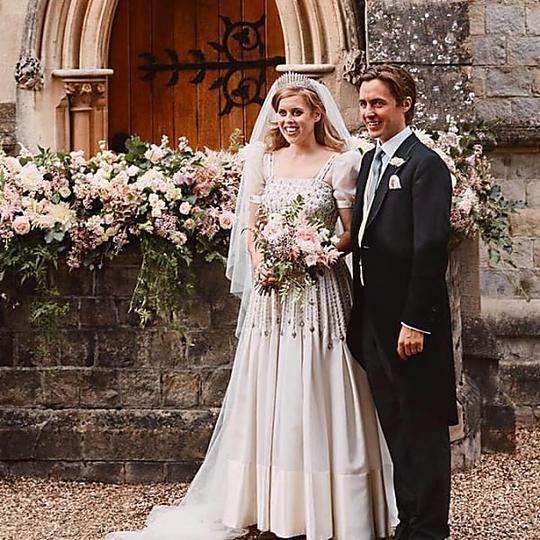 Drei Neue Hochzeitsfotos Veroffentlicht Hochzeitskleider Vintage Prinzessin Beatrice Hochzeitsfotos