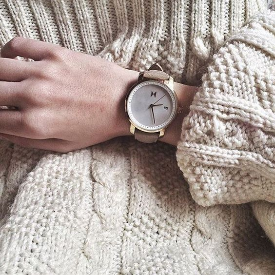 A comfortable sweater & our Gold Pearl Leather makes your day off even better✨ #jointhemvmt (:@vehlia)