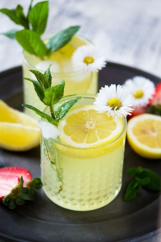Sparkling Limoncello Cocktail. A delicious, juicy and refreshing limoncello prosecco cocktail made with only 3 simple ingredients and garnished with mint leaves and lemon wedges. www.insidetherustickitchen.com #cocktails #summerrecipes #drinks #summercocktails #Italianrecipes via @InsideTRK