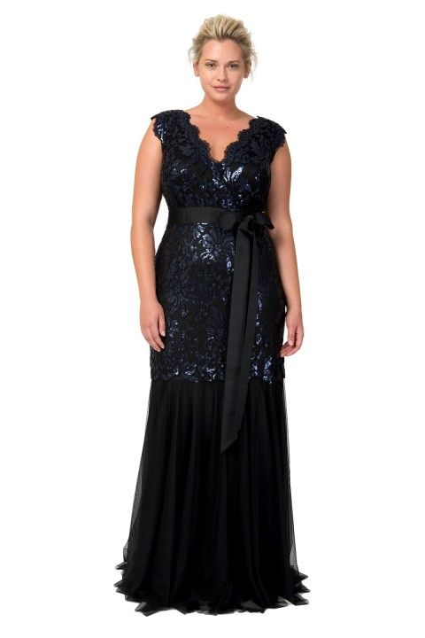 Paillette Embroidered Lace V-Neck Gown in Navy / Black
