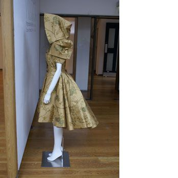 Google 画像検索結果: http://www.fashion.arts.ac.uk/showcase/course-galleries/showcasepostgraduatecourses/pgcertinfashioncreativepatterncuttingfortheindustry/lcf-ma-mjunnila1.jpg