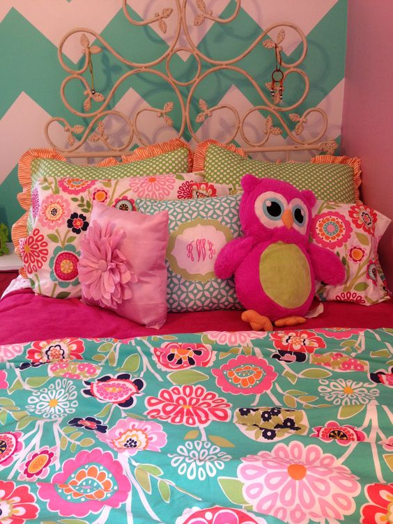 Chevron walls and pottery barn teen bedding rkw for Pottery barn teen paint colors