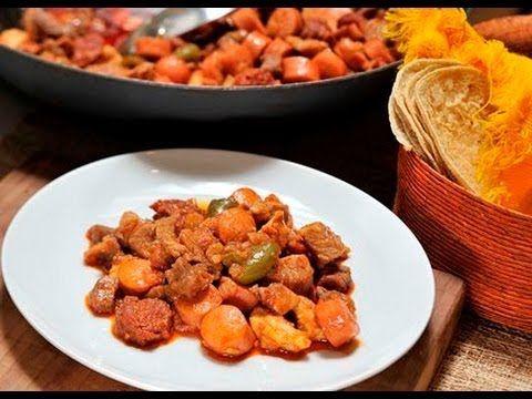 Discada norteña. Receta deliciosa ideal para los domingos con la familia. Es un plato típico norteño, que nace cuando los trabajadores del campo cocinaban en los discos de los tractores que entraban en desuso. Se puede hacer sobre el asador o un anafre.