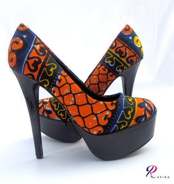 Escarpins à talons hauts style ethnique tendance tribale en tissu africain wax ankara. Retrouvez toute les sélections de mode africaine sur le blog de CéWax: https://cewax.wordpress.com/tag/selection/