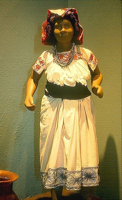 museum display of Tepehua costume typical of lowland Hidalgo and Veracruz villages