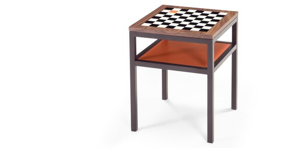 Contrast, une table damier, orange et noyer | made.com