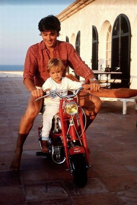 New Pix (CELEB - Alain Delon and his son Anthony) has been published on Tremendous Pix
