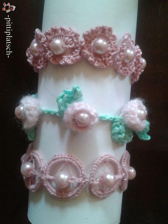 Mit Perlen und Schlüsselringen